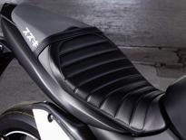 SUZUKI Tuck Roll Seat