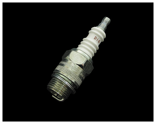 1 x CHAMPION SPARK PLUG Part No D16 New Genuine Champion Sparkplug D16
