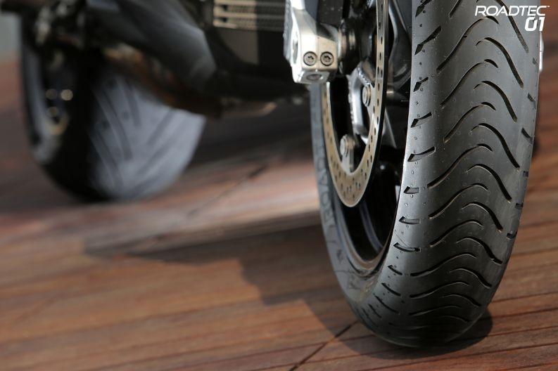 Front 120//70 ZR17 Bike Tyre Metzeler Roadtec Z8 Interact Motorcycle 58W