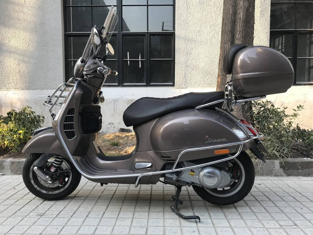 Custom Vespa Gts 300 Touring Abs Asr From All Around The World Webike